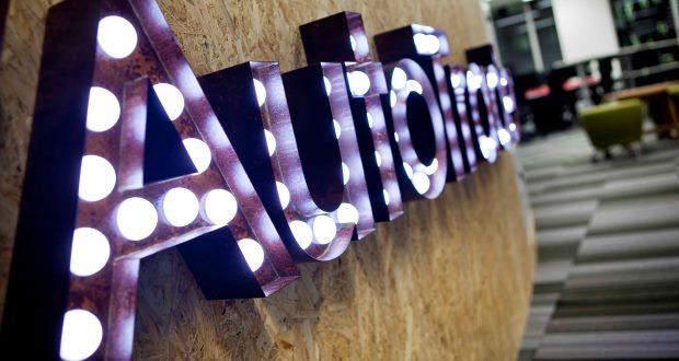 Auto_Trader_lights_logo_620