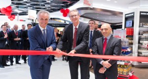 Julian Diaz (CEO Dufry Group), Matthias Suhr (Director of Basel-Mulhouse Airport) and Werner Parini, (Head of Passenger Terminal Department)