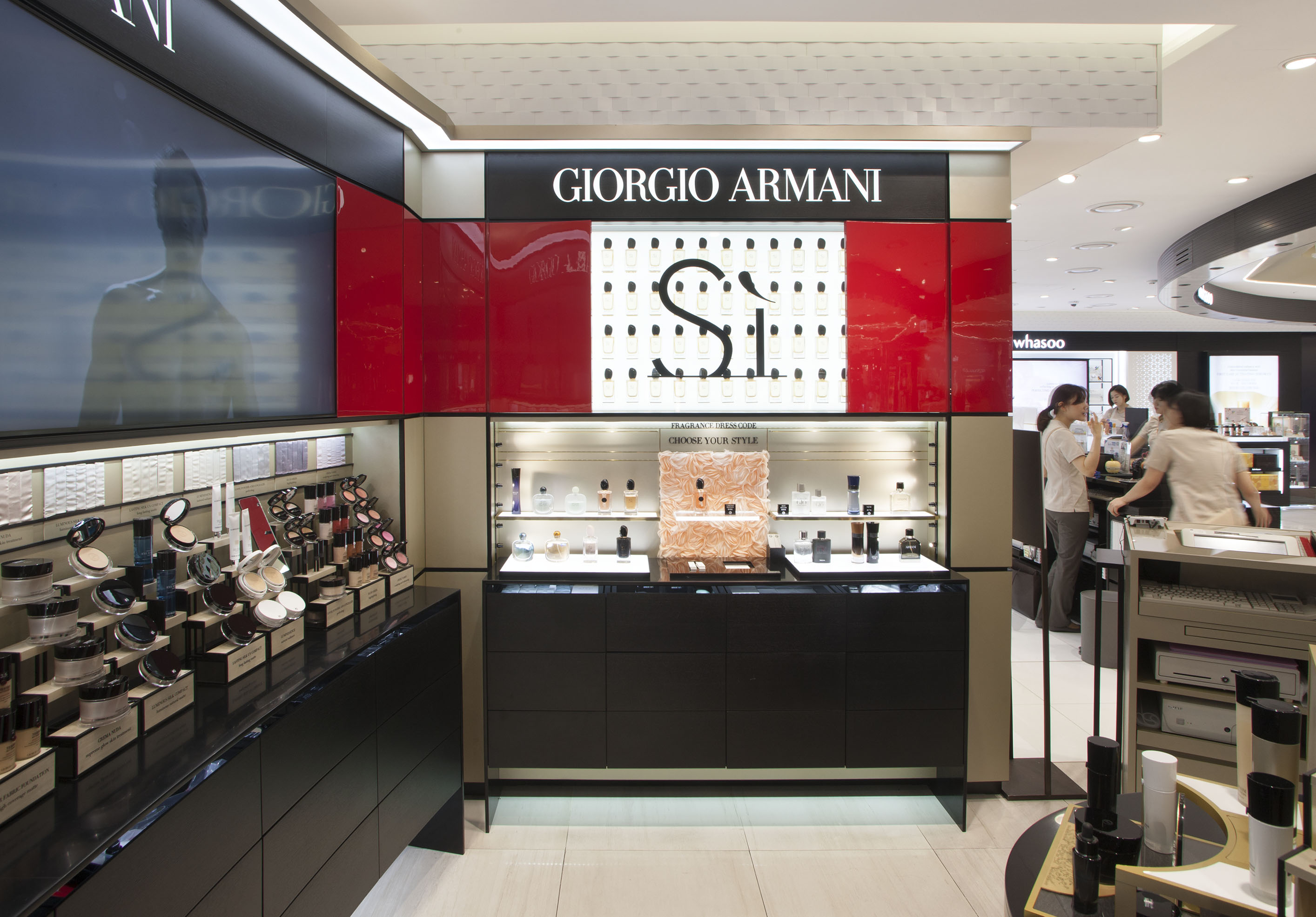 Giorgio armani opens store counter at seoul s lotte hotel for Armadi outlet