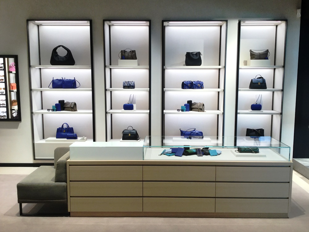 bottega veneta makes debut at frankfurt airport in boutique. Black Bedroom Furniture Sets. Home Design Ideas