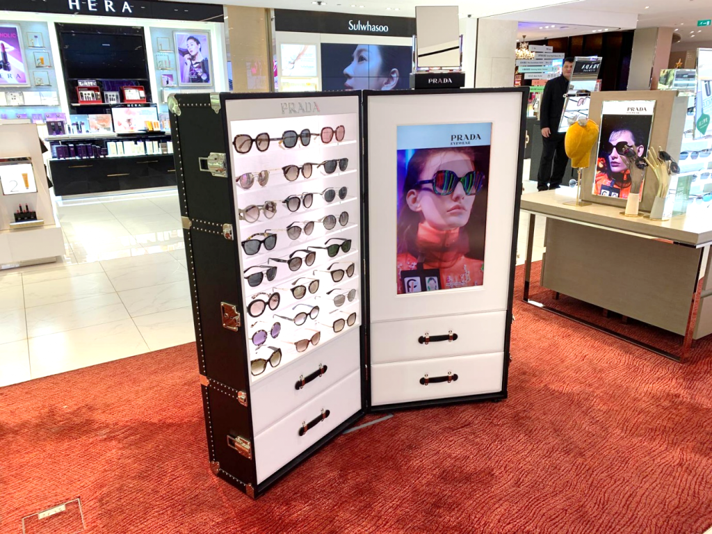 "5a9276c153 Luxottica Global Travel Retail Director Enrico Destro added  ""Our  partnership with DFS Group grows from strength to strength with each  exclusive launch we ..."